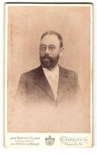 Fotografie Jean Baptiste Feilner, Oldenburg i. Gr., Portrait Herr mit Bart & Brille