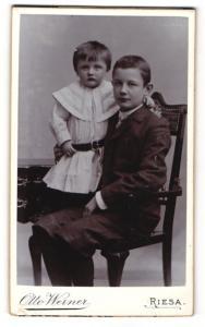 Fotografie Otto Werner, Riesa, Portrait Kleinkind und älterer Bruder