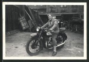 Fotografie Motorrad DKW, Fahrer auf Krad Kennzeichen: IA-83320