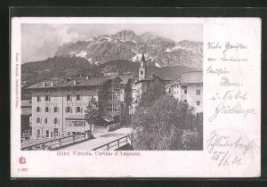 AK Cortina d'Ampezzo, Hotel Vittoria mit Kirchturm und Gebirge