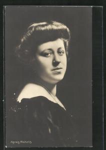 AK Opernsängerin Agnes Nicholls im hübschen Kleid