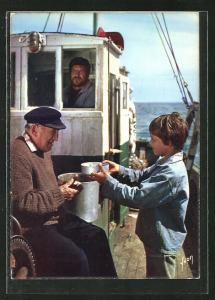 AK Filmszene aus Sébastien et la Mary-Morgane von Cécile Aubry, Mahlzeit auf dem Fischerboot