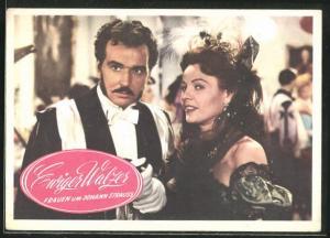 AK Filmszene aus Ewiger Walzer - Frauen um Johann Strauss, Paar auf einem Ball im Gespräch