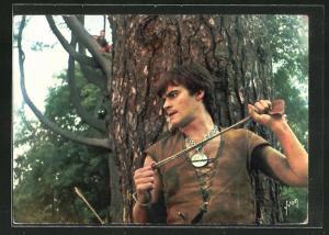 AK Filmszene aus Thierry la Fronde, Kämpfer mit Schleuder auf der Lauer