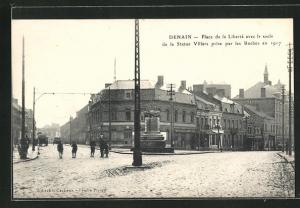 AK Denain, Place de la Liberte avec le socle de la Statue Villars prise par les Boches en 1917