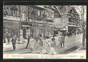 AK Deauville, La-Plage-Fleurie, Rue Gontaut-Biron, Vue sur le Normandy-Hotel