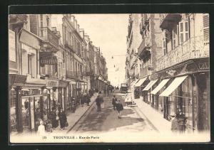 AK Trouville, Rue de Paris, Strassenpartie
