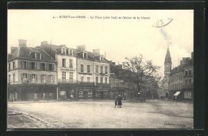 AK Aunay-sur-Odon, La Place cote Sud et l`Arbre de la Liberte