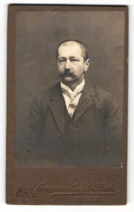 Fotografie American Photo Studio, Prague, Portrait Herr mit Schnauzbart