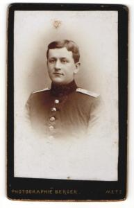 Fotografie W. Berger, Metz, Portrait Soldat in Uniform, Regiment 8