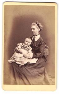 Fotografie Otto Reitmayer, München, Portrait junge Mutter mit Säugling