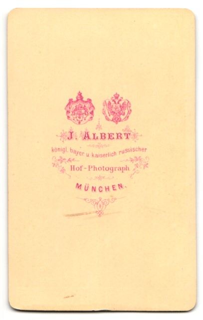 Fotografie Albert, München, Portrait junger Mann in zeitgenöss. Kleidung 1