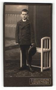 Fotografie C. Schulenburg, Weferlingen, Portrait kleiner Bub in Anzug