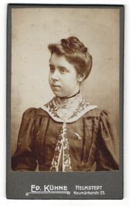 Fotografie Ed. Kühne, Helmstedt, Portrait Fräulein mit zusammengebundenem Haar