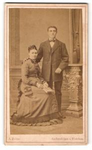 Fotografie A. Bohne, Aschersleben, Portrait junge bürgerliches Paar