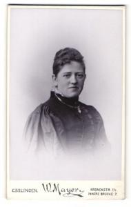 Fotografie W. Mayer, Esslingen, Portrait Dame mit zusammengebundenem Haar