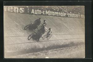 Foto-AK Steher-Rennen, Radsportler hinter ihren Dernys