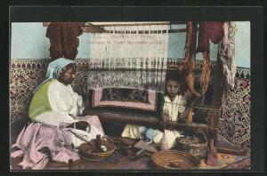 AK arabischer Handwerker, Mädchen beim Teppich weben, Fabrique de Tapis Marocains