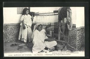 AK arabischer Handwerker, Mädchen und Frau beim Teppich weben, Fabrique de Tapis Marocains