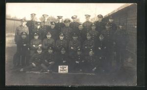 Foto-AK Münster, britische Kriegsgefangene in Uniformen, Rennbahn 1918 Packt Staff