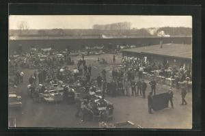 Foto-AK Münster, Kriegsgefangene im Lager mit Tischen und Wäsche, Rennbahn POW Camp 1918