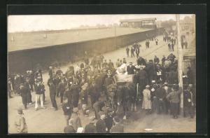 Foto-AK Münster, Kriegsgefangene vor Baracken, Rennbahn POW Camp 1918
