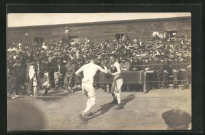 Foto-AK Münster, Kriegsgefangene beim Boxen, Rennbahn POW Camp 1918