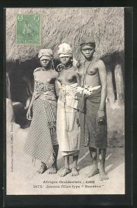 AK Guinee, Jeines filles type Soussou, drei afrikanische halbnackte Frauen