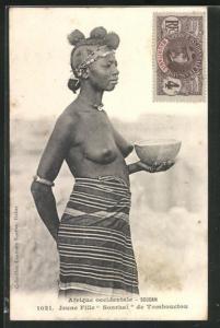 AK Soudan, Jeune Fille Sonrhai de Tombouctou, halbnackte afrikanische Frau mit Schale in der Hand