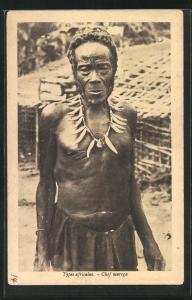 AK Chef warega, afrikanischer Volkstyp vor seiner Hütte stehend