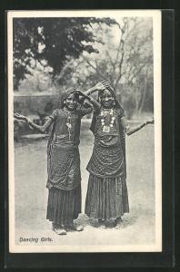 AK Dancing Girls, indische Tänzerinnen in Trachtenkleidern