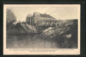 AK Mitau, Die von den Russen gesprengte Brücke über die Drixe nebenan die neue deutsche Notbrücke