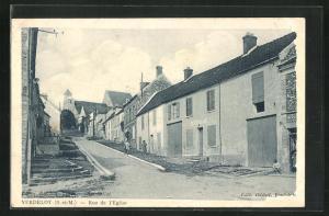 AK Verdelot, Rue de l`Eglise, Häuserzeilen