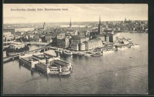 AK Stockholm, Blick auf Häuser und Kirchtürme, fran Stadshusets torn