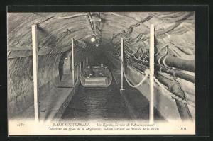 AK Paris, Souterrain, Les Egouts, service de l`Assainissement, Männer im Abwasserkanu befahren den Abwasserkanal