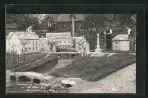 Foto-AK Bourton-on-the-Water, Constructing the Model Village at the New Inn, Modellbaudorf