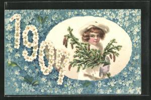 AK Jahreszahl 1907, Kind trägt weisse Winterkleidung und einen Tannenast, Veilchen