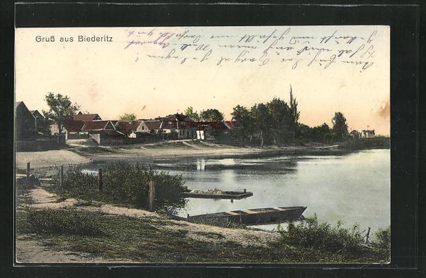 AK Biederitz, Ortsansicht vom Ufer aus gesehen mit Booten 0