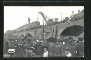 AK Grantham, Railway Smash, 19th Sept. 1906, Schaulustige bei Eisenbahnkatastrophe