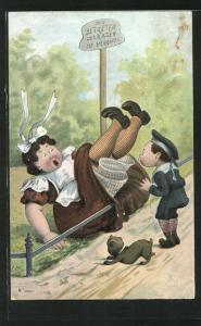 Künstler-AK frecher Bube schubst eine korpulente Frau auf einen Rasen