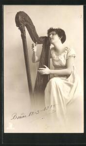 AK Fräulein spielt Harfe