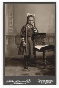 Fotografie Samson & Co., Duisburg, Portrait bezauberndes Mädchen mit niedlicher Haarschleife