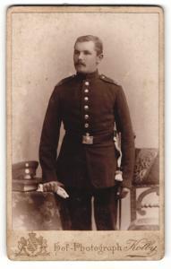 Fotografie Atelier Kolby, Zwickau i. S., Portrait stattlicher Soldat in interessanter Uniform