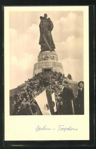 AK Berlin-Treptow, Festlichkeiten am Sowjetehrenmal