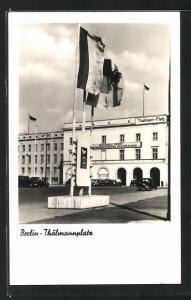 AK Berlin, Thälmannplatz mit Flaggen
