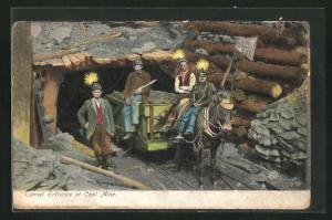 AK Tunnel Entrance at Coal Mine, Kohlearbeiter vor der Mine