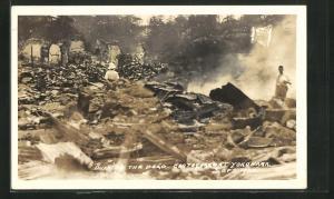 AK Yokohama, Eartquake 1923, Burning the Dead, Verbrennen von Erdbebenopfern