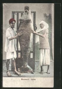 AK Mermaid - Aden, Einheimische mit einer Seekuh