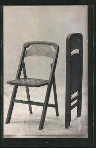 AK zwei Holzstühle, auseinander- und zusammengeklappt