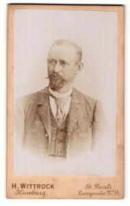 Fotografie H. Wittrock, Hamburg-St. Pauli, Portrait Heer mit zeitgenössischem Bart im Jacket